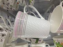 陶瓷水杯摆放