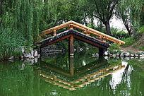 园林景观池塘的小桥流水