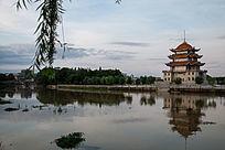 道县水面的塔