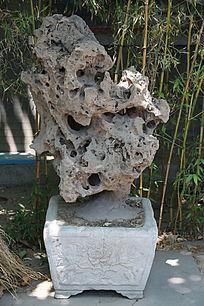 花盆里的太湖石奇石