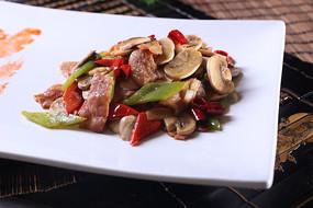 口蘑炒腌肉