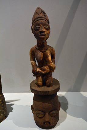 非洲妇女哺乳