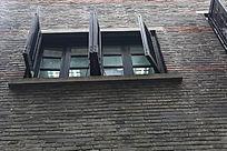 青砖开扇窗
