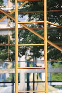 笔直的钢结构楼梯