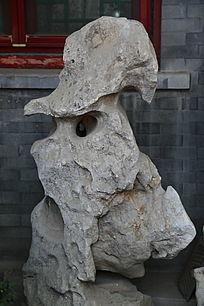 灰色的太湖石奇石