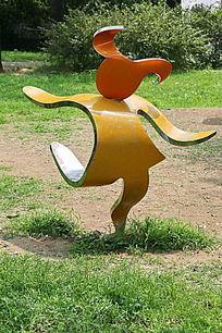 跳舞卡通女孩雕刻