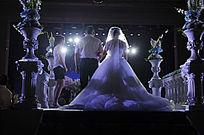 新娘走上婚礼现场