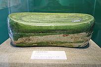 金代绿釉划花枕函侧面