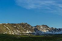 新疆山峰山脉绿地草原素材图片