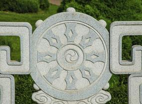 鞍山玉佛山牌楼门围栏圆形图案雕刻