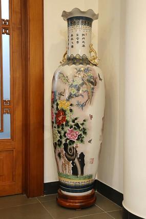 白地凤鸟牡丹大花瓶