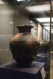 浮雕骑士形象的陶罐