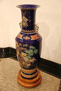 蓝地花卉大花瓶
