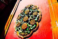 故宫门上的古建筑雕花摄影图片