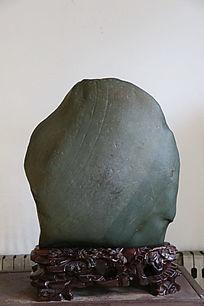 人脸灰色奇石