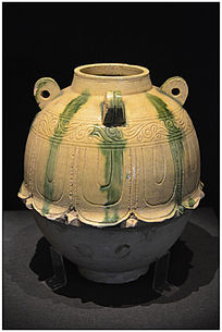 北齐时期绿釉莲花尊