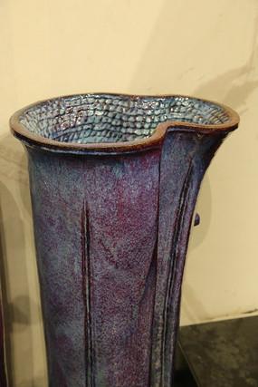 手工制品陶瓷有细纹的敞口瓶