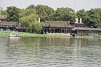 北京什刹海水边建筑
