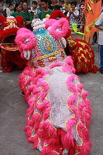 粉色的舞狮