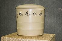 淡黄色的竹节茶叶罐