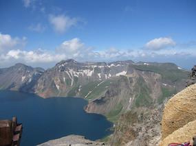 高山湖泊自然风景图片