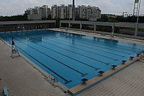 莞工松山湖校区游泳池景观