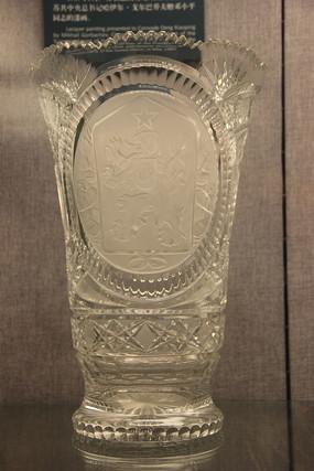 国徽图案水晶玻璃花瓶