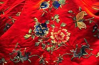 红缎绣花枝图案