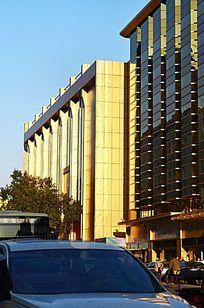 金色的高楼大夏建筑图片