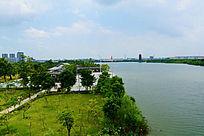 美丽的湖边风景