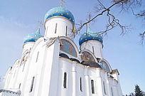 谢尔盖圣三一大教堂建筑侧边风景
