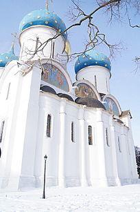 谢尔盖圣三一大教堂建筑正面风景