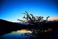 蓝色湖泊图
