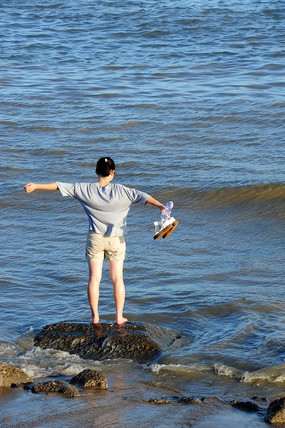 海边的姑娘