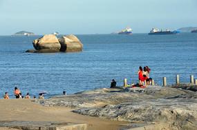海边 礁石 女人