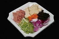 家常菜烩炒洋葱芹菜千张皮