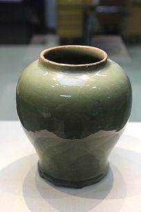 钧窑绿釉瓷瓶