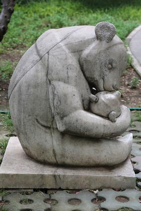 石雕熊妈妈和孩子