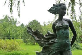 铜雕清纯少女