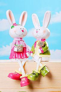 一对小兔子摆件
