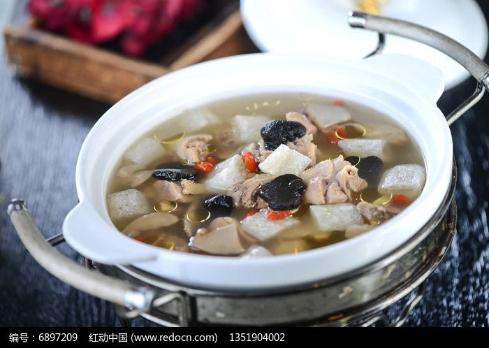 松茸野菌炖鸡汤图片