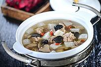 松茸野菌炖鸡汤