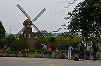 童话世界风车风景图片