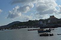 大海上的渔船风光图片