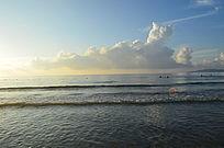 大海上金色的朝霞图片