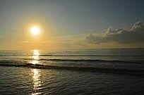 美丽的海边日出风景图片