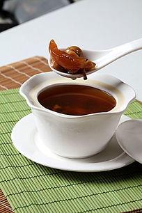 花胶莲子虫草花炖汤