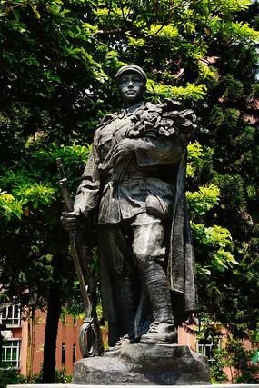 抗日战士雕像