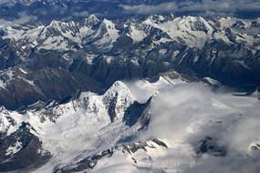 绵延的雪山