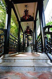 传统木建筑走廊